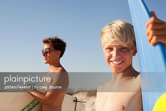 Two young men with surfboards - p924m744469f by Sydney Bourne