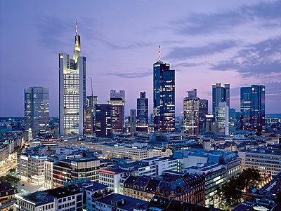 Skyline Frankfurt a. M. - p1209m1017102 by Guido Erbring