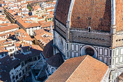 Italy, Tuscany, Florence, partial view of Basilica di Santa Maria del Fiore - p300m1449721 by Lorenzo Mattei