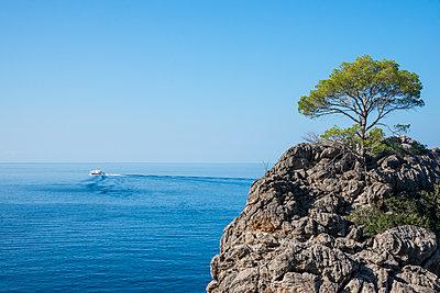 Crystal clear water in Sa Calobra, Tramuntana mountains, UNESCO World Heritage Site, Mallorca, Balearic Islands, Spain, Mediterranean, Europe - p871m1554872 by Michael Runkel