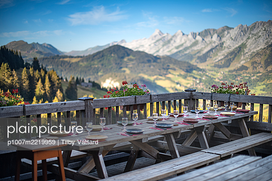 France, Well laid table in the mountains - p1007m2219959 by Tilby Vattard