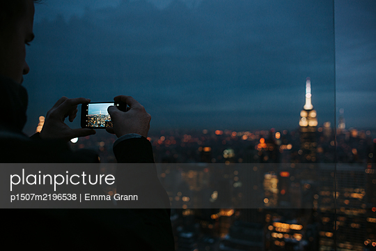 Taking pictures of New York City at night - p1507m2196538 by Emma Grann