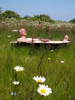 Bad auf der Wiese - p240m892743 von Valerie Wagner