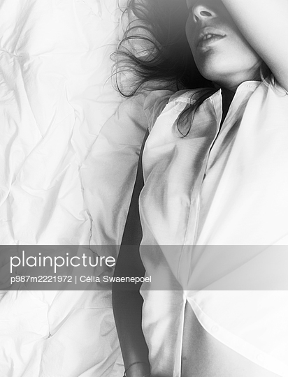 seule - p987m2221972 by Célia Swaenepoel