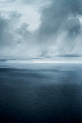 Storm - p798m1031634 by Florian Loebermann