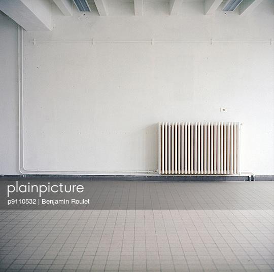 Empty room - p9110532 by Benjamin Roulet