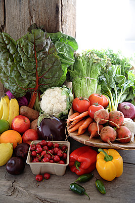 Variety of fresh vegetables - p555m1478242 by John Block