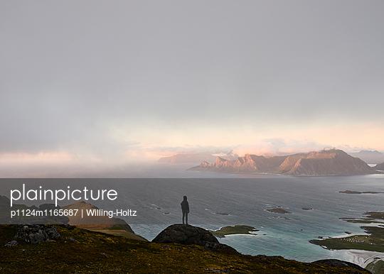 Ausblick auf den Lofoten - p1124m1165687 von Willing-Holtz