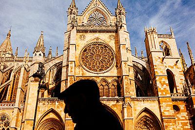 Kathedrale mit Silhouette - p1085m855374 von David Carreno Hansen