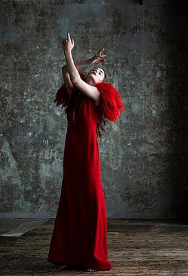 Ballerina - p1139m2210697 by Julien Benhamou