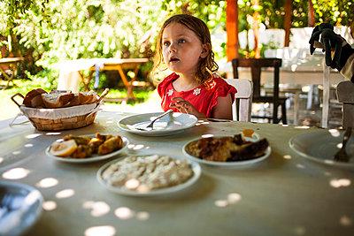 Kind beim Essen - p1386m1452206 von beesch