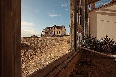 Ghost town, Kolmanskop - p1172m955397 by Frank Tusch