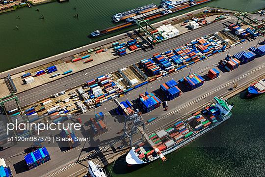 Containerhafen - p1120m987379 von Siebe Swart