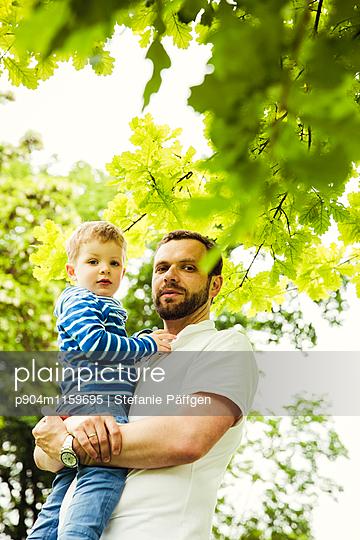 Vater und Sohn - p904m1159695 von Stefanie Neumann