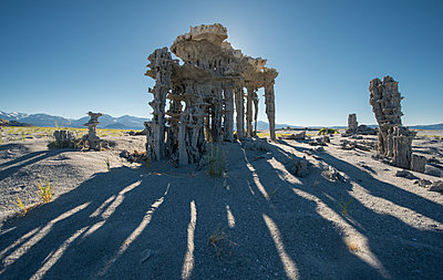 Scenic view of Tufa against clear sky during sunny day - p1166m1526588 by Cavan Images