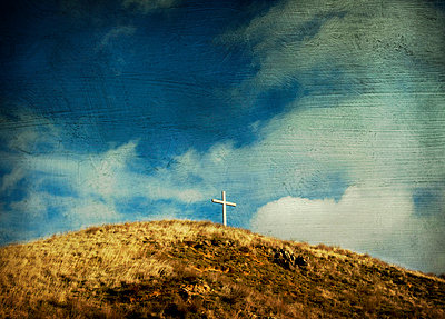 Cross on the hill - p8130343 by B.Jaubert