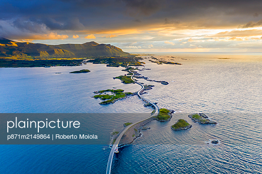 Aerial view of the Atlantic Road during sunset, More og Romsdal county, Norway, Scandinavia - p871m2149864 by Roberto Moiola