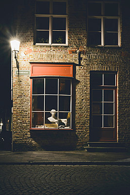 Bust in shop window at night - p1072m993578 by Neville Mountford-Hoare