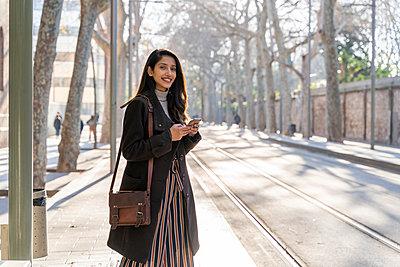 Barcelona, Spain. Young woman commuting. University, student, working, job, commute, indian woman, indian, hindu, publict transport, city, cosmopolitan, susteintable - p300m2166179 von VITTA GALLERY