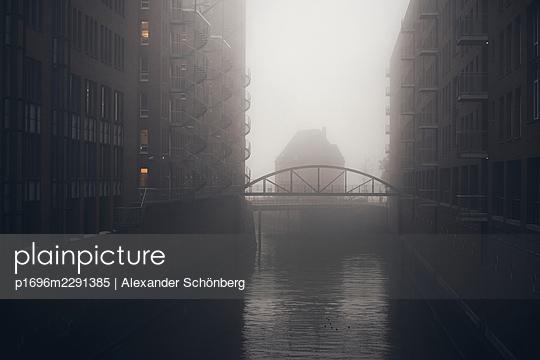 Speicherstadt - p1696m2291385 by Alexander Schönberg
