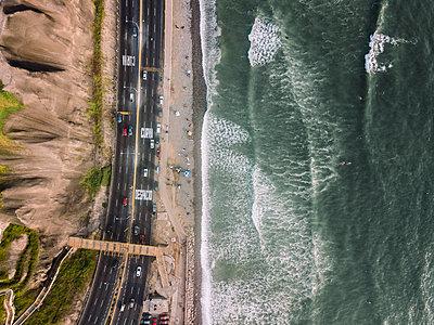 Aerial view of Costa Verde coastline in Lima, Peru - p1166m2096033 by Cavan Images