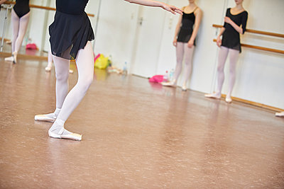 Ballet classes - p133m1044525 by Martin Sigmund