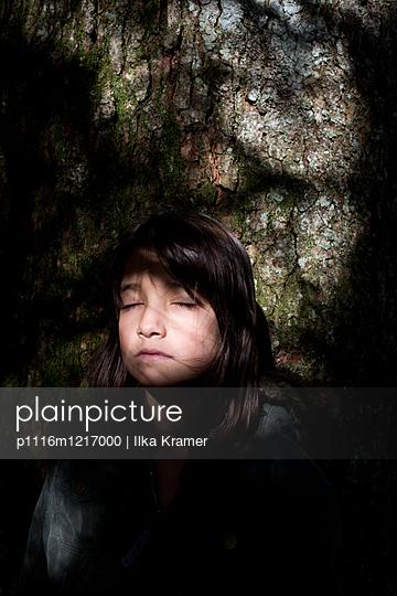 Mädchen am Felsen - p1116m1217000 von Ilka Kramer
