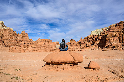 Woman sitting on rock in Goblin Valley State Park, Utah, USA - p1427m2109867 by Dermot Conlan