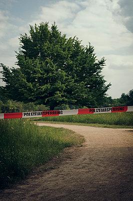 Tatort  - p470m1573192 von Ingrid Michel