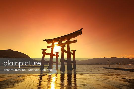 Japan, Hiroshima, Miyajima Island, the Red Torii Gate of Itsukushima-jinja Shinto Shrine - p651m2006264 by Michele Falzone
