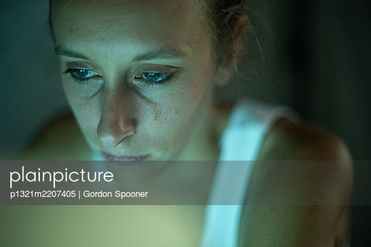 Sad woman - p1321m2207405 by Gordon Spooner