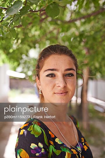Junge Frau aus Tadschikistan  - p390m1159273 von Frank Herfort