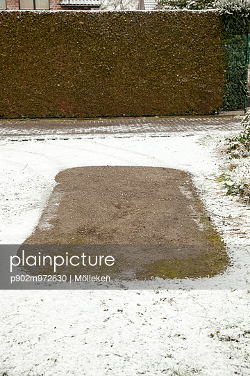 Parkplatz im Schnee - p902m972630 von Mölleken