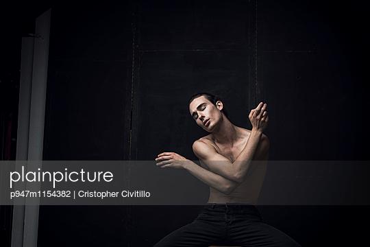 Tänzer - p947m1154382 von Cristopher Civitillo