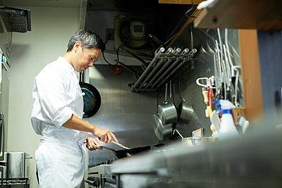 Japanese chef - p307m2135313 by Yosuke Tanaka