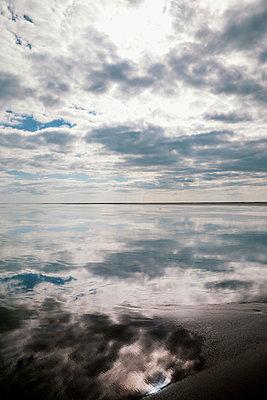 Spiegelung im Watt - p382m2053116 von Anna Matzen