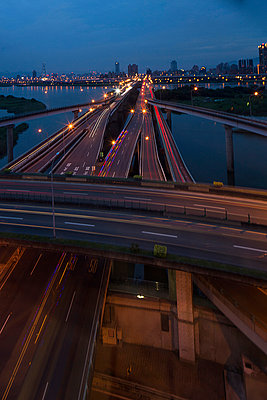 Elevated highways and river at dusk, Taipei, Taiwan, China - p429m974638 by Jasper James