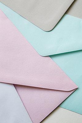 Briefumschläge in Pastelltönen - p1325m1465016 von Antje Solveig