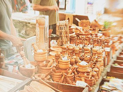 luino, italy, lago maggiore, market, people, wooden goods, - p300m1010149 by Daniel Schweinert