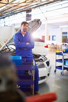 Confident car mechanic in repair garage - p300m975565f by zerocreatives