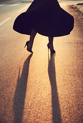 Low section view of woman dancing on street - p577m1589711 by Mihaela Ninic