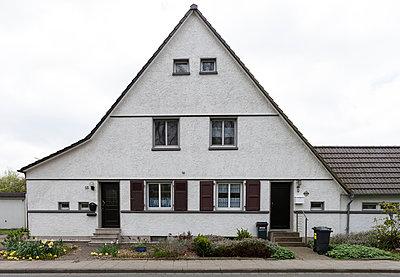 """Haus in der Arbeitersiedlung """"Dahlhauser Heide"""" in Bochum - p105m1025438 von André Schuster"""