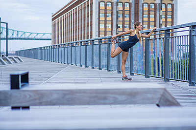 Young woman working out in Montreal's old port area - p1362m1227708 by Charles Knox