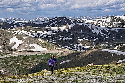 Woman hiking in mountains of Loveland Pass, Colorado - p1427m2038211 by Dermot Conlan
