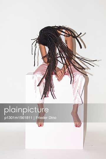 Young woman with dreadlocks - p1301m1561811 by Delia Baum
