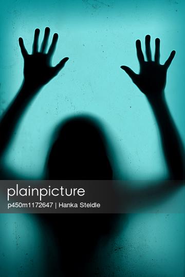 Frau in Gefahr     - p450m1172647 von Hanka Steidle
