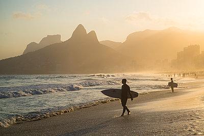 Surfers on beach - p1170m1090761 by Bjanka Kadic