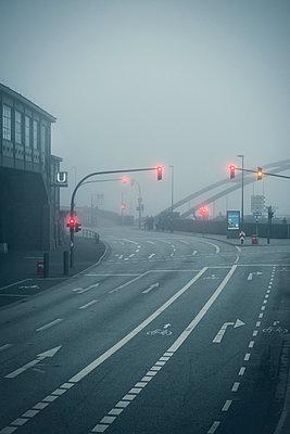 Straße im Nebel - p1222m1104843 von Jérome Gerull