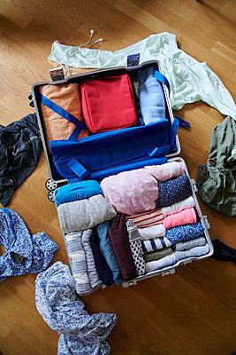 Koffer packen - p954m2110912 von Heidi Mayer