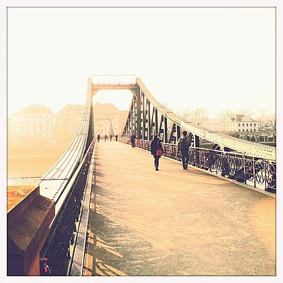 Iron Bridge, pedestrian crossing over the river Main in Frankfurt, Hesse, Germany - p300m1008768f by Mel Stuart